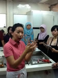 Olivia Berbagi Tips (foto: Syaifuddin)