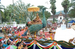Lao New Year Parade (sumber: http://www.tourismlaos.org/)