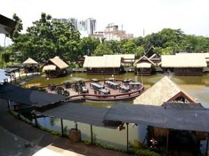Saung diatas danau (foto: koleksi pribadi)
