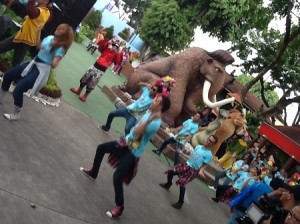 Flashmob artis Dufan yang keren (foto: Syaifuddin)