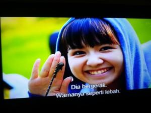 Personel AKB48 Berhasil Memegang Capung (screenshoot by Syaifuddin)