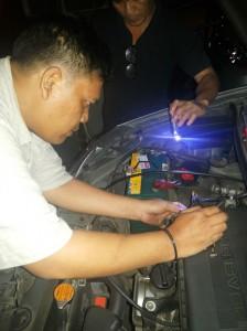 Proses pemasangan EFO di mobil saya (foto: koleksi pribadi)