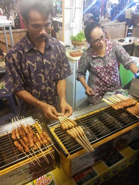 Sate Lilit Ayam di gerai Nasi Ungu (foto: koleksi pribadi)