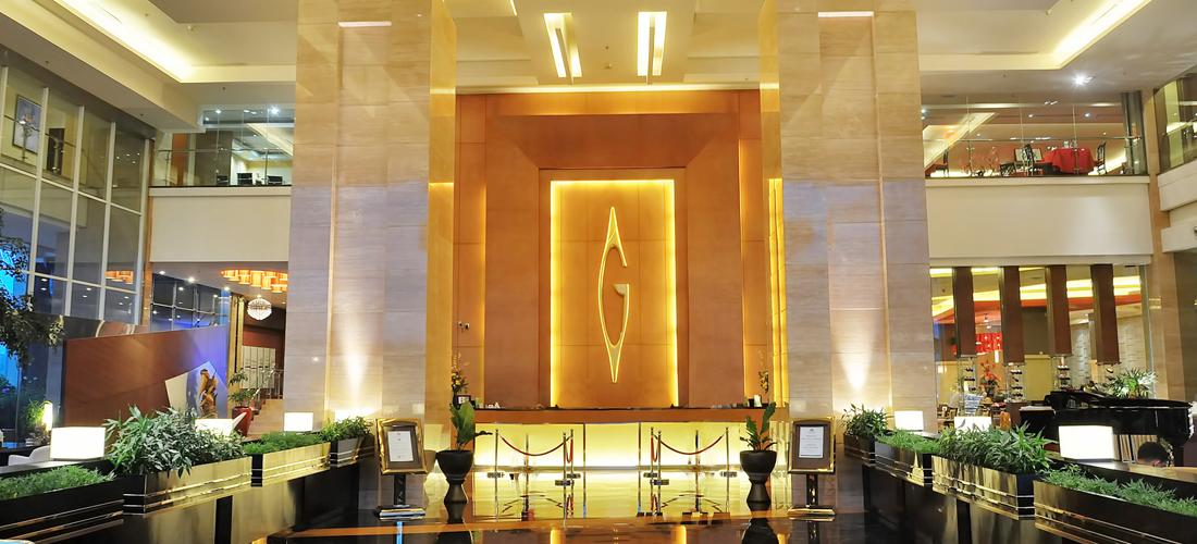 Lobby yang megah dan berkelas (foto http://www.javaloka.com/hotel/hotel-semarang/gumaya-tower-hotel-semarang/199/)