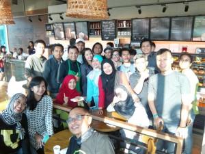 Mereka yang Bikin Rusuh Starbucks (foto Kang Arul)