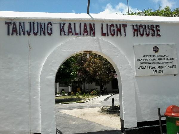 Pintu masuk mercusuar Tanjung Kalian (foto dokpri)