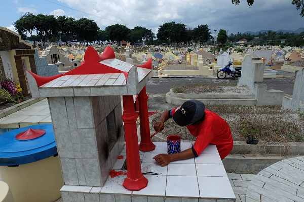 Bersih Makam Tradisi Cengbeng (foto dokpri)