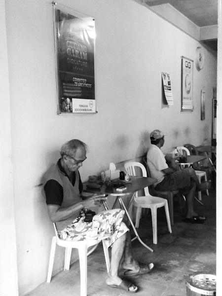 Lelaki di Kedai Kopi Akhew (foto dokpri)