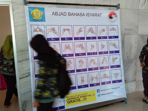 Papan Bahasa Isyarat di Badan Bahasa (foto dokpri)